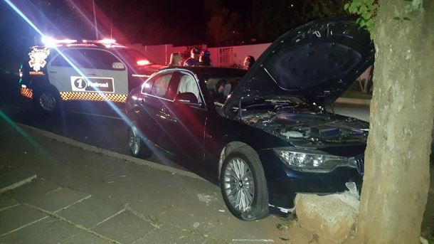 Car collides with a tree Greenside