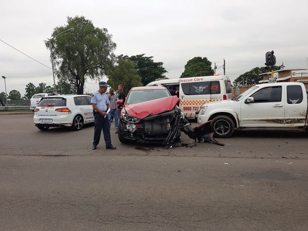 6 hurt in Pinetown taxi crash after a taxi and a vehicle collided