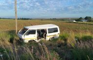 Taxi overturned between Lindley and Petrus Steyn