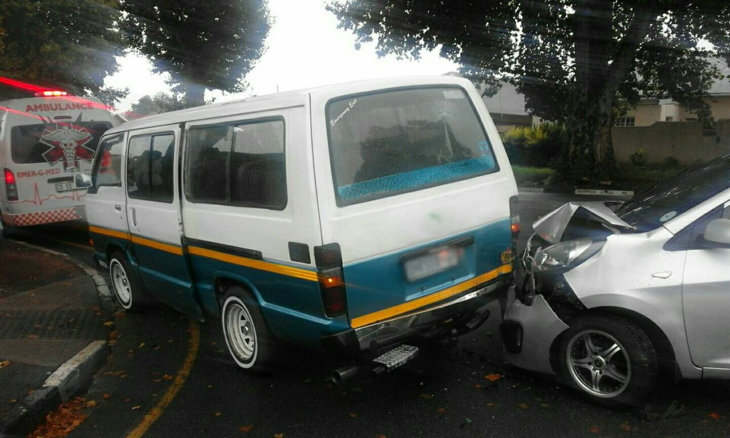 Car rear-ends taxi on the Albertina Sisulu and 9th, Bez Valley