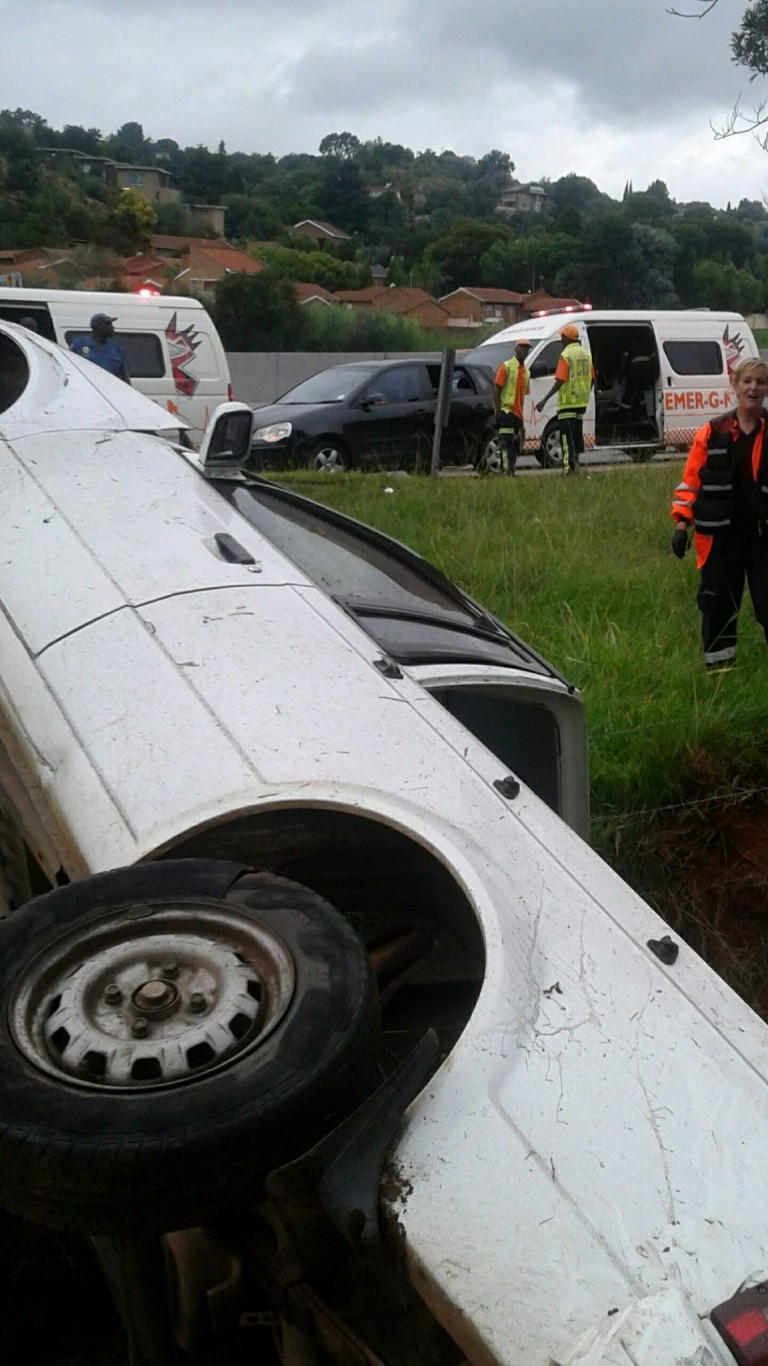 Vehicle rollover on the N1 North just before 14th Avenue, Roodepoort.