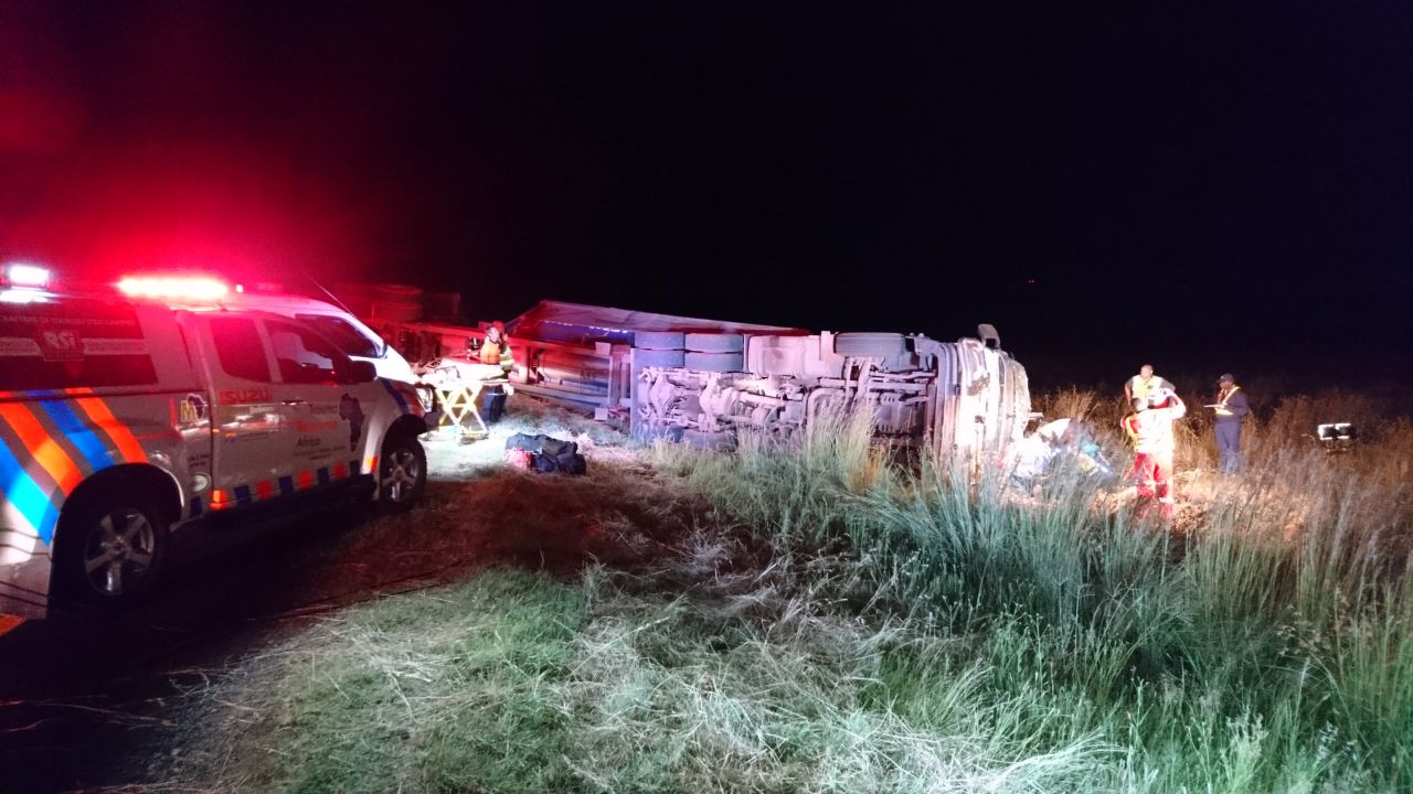 Truck overturns on N8 50km from Bloemfontein leaving five injured.