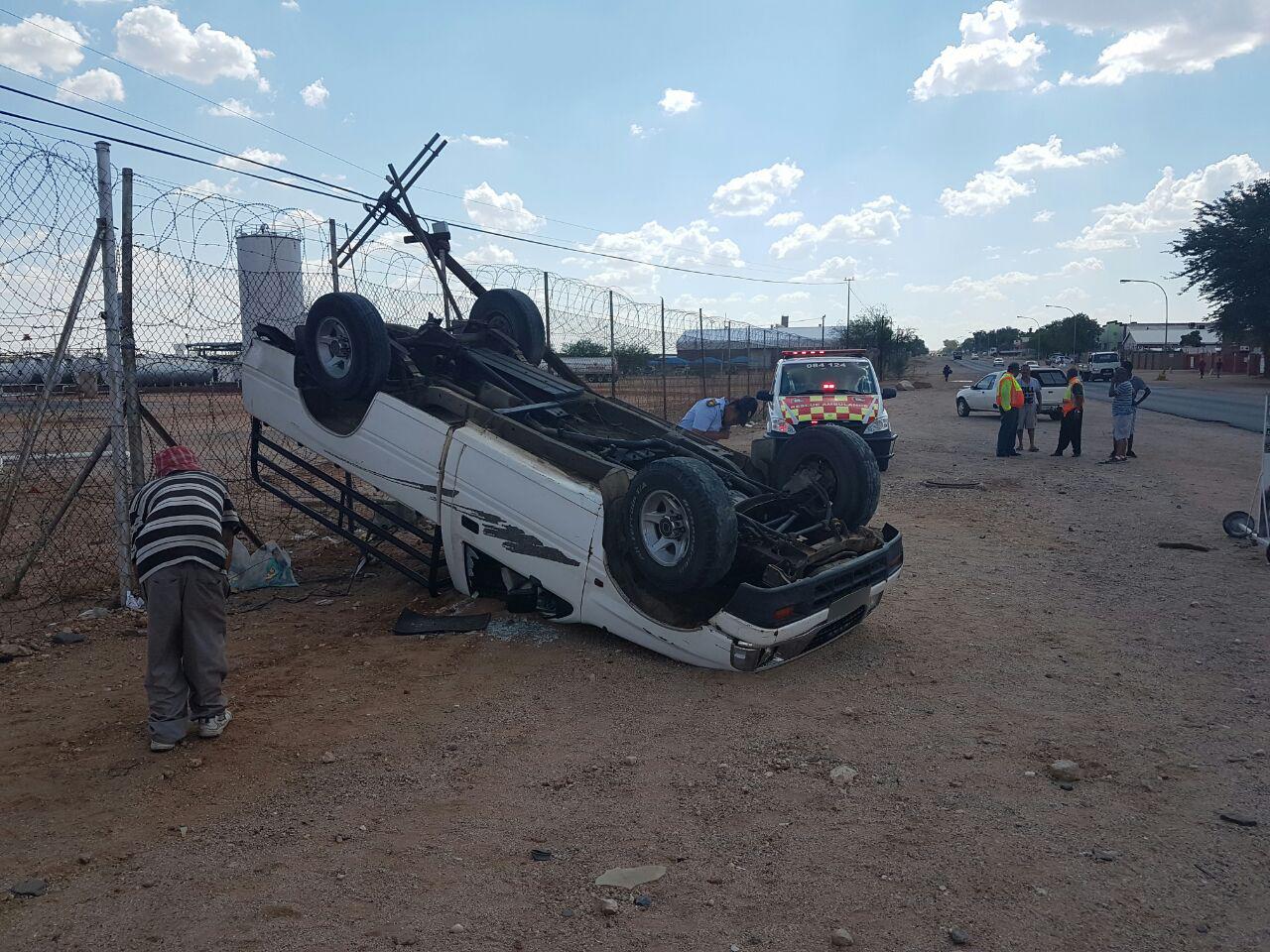 Bakkie overturns leaving three injured, Upington