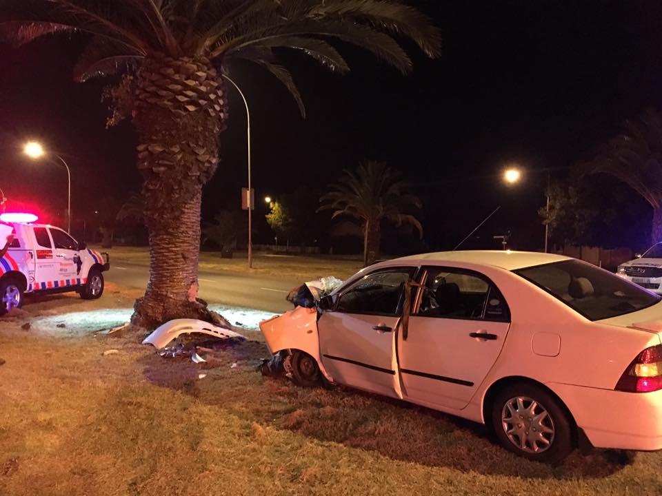Driver injured in crash into tree on O.R. Tambo (Church) Street, Bloemfontein