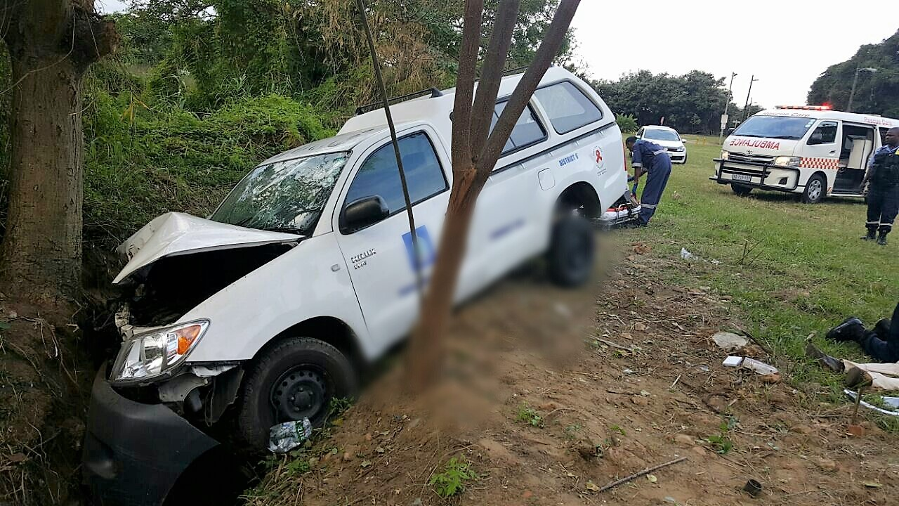 2 Injured in single vehicle crash on Beach Road in Isipingo