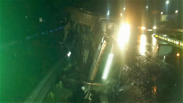 Woman killed and 2 others injured when a vehicle lost control and rolled,  Maytime Kloof