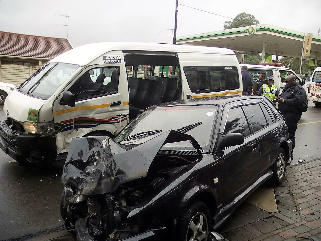 2 Injured in taxi crash on Main Road in Escombe Queensburgh