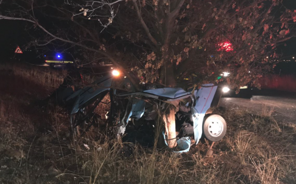 Three killed, one critical after car crashes into tree at Carletonville