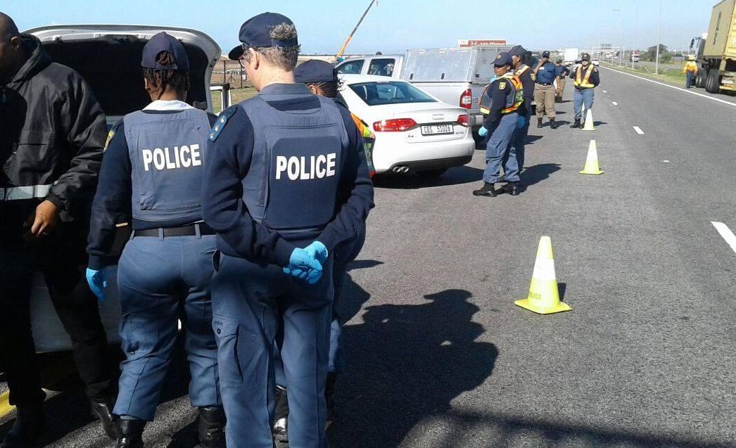 Women in uniform manage roadblock in Eastern Cape