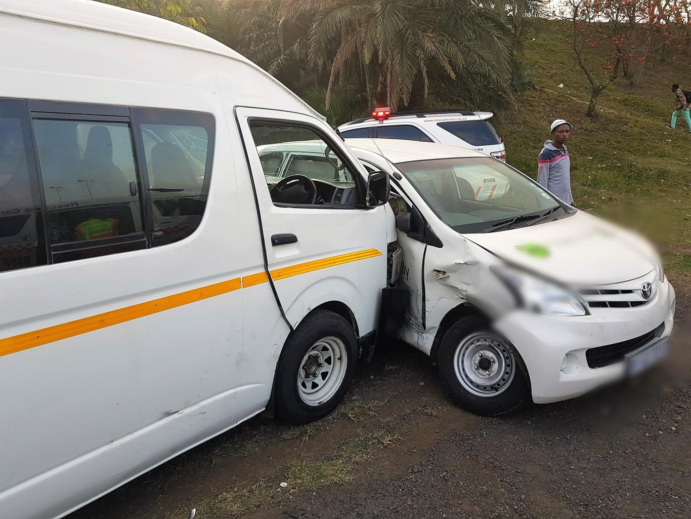 12 Injured in taxi crash on Sarnia Road near Rossburgh Bus Depot