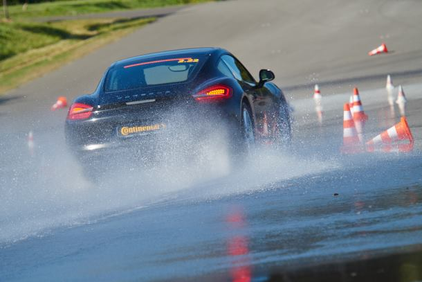 Driving in the wet? Watch out for aquaplaning!