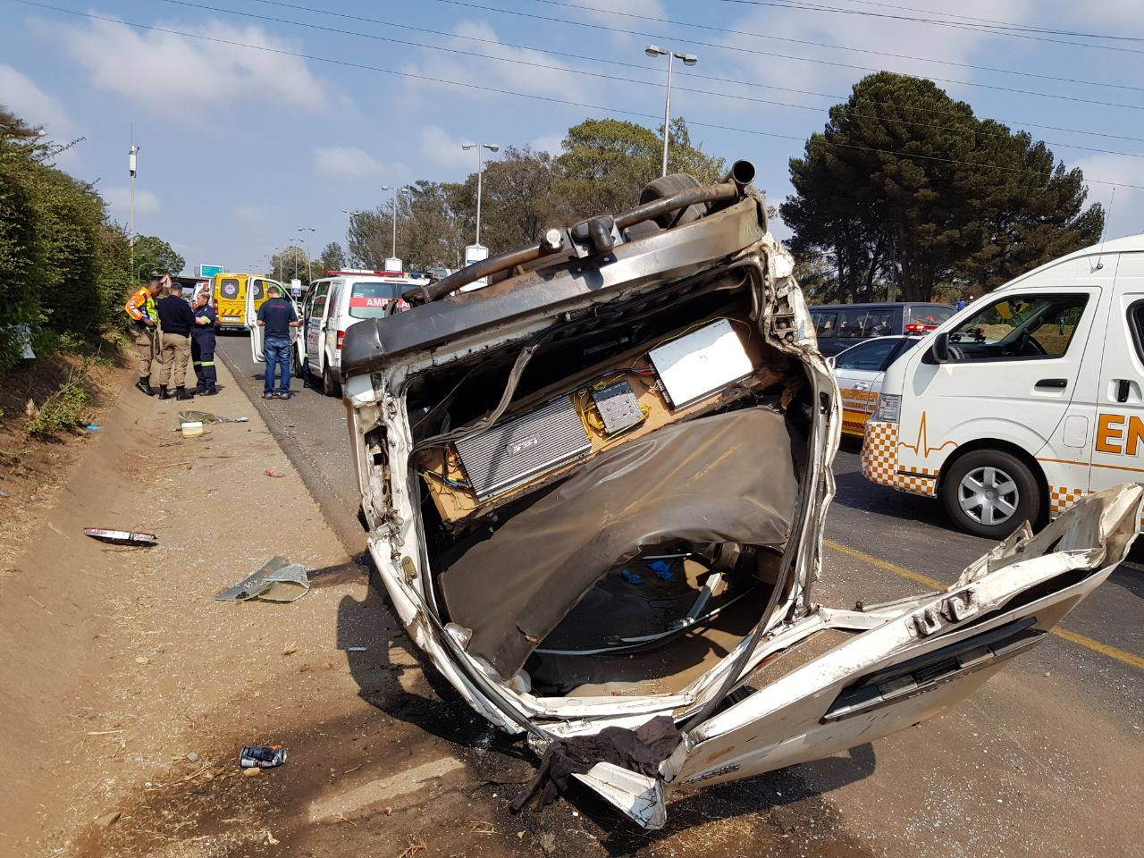 Taxi rolls on the M1 Highway near Athol Oaklands turnoff injuring