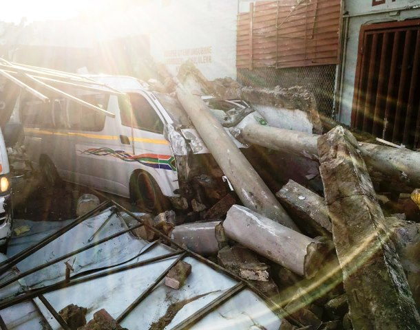 17 injured as two minibus taxi's collide and crash into a Johannesburg building
