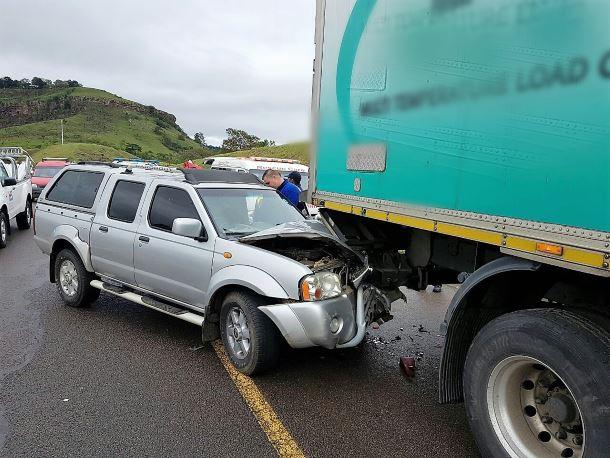6 Injured in crash near Richmond Road offramp