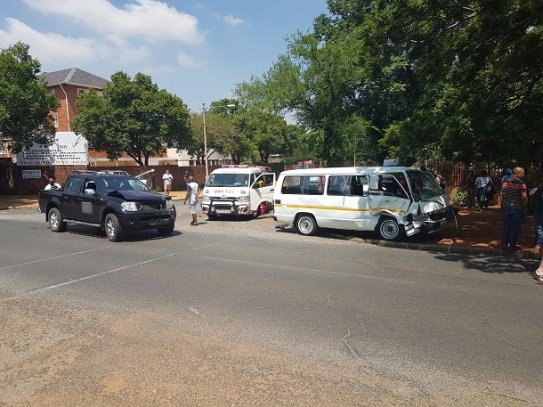 Vanderbijlpark taxi and bakkie collide leaving six injured