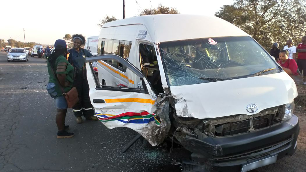 Taxi and car collide killing one, injuring thirteen in Witbank