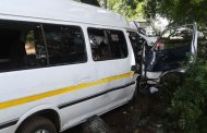 Taxi crashes into a tree killing a passenger and injuring 5 others in Three Rivers