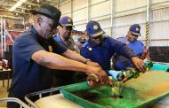 Minister of Police and #SAPSNPC General Sitole continue to monitor Safer Festive Season opearations in the Western Cape