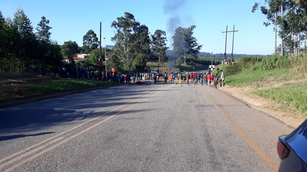 Protestors are blocking the R36 between Politsi and Duiwelskloof