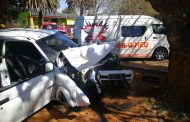 Motorist entrapped after crash into tree in Krugersdorp