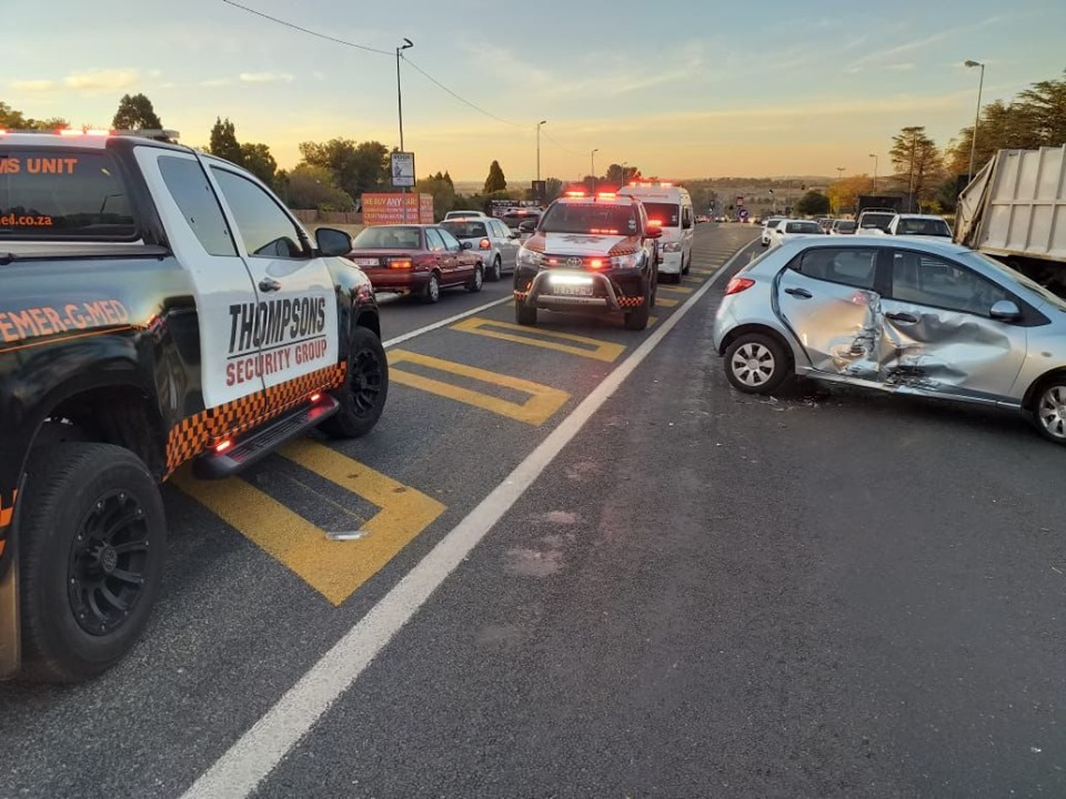 Multiple injured in Lonehill collision