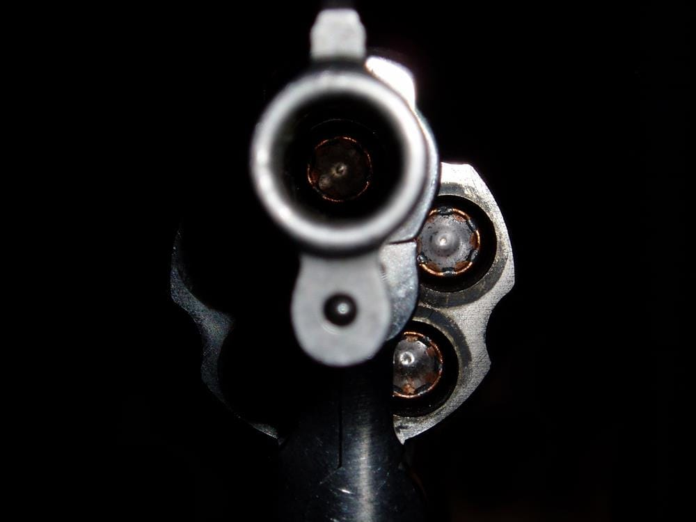 Armed suspects flee with cash, cigarettes and cellphones in Isipingo business robbery