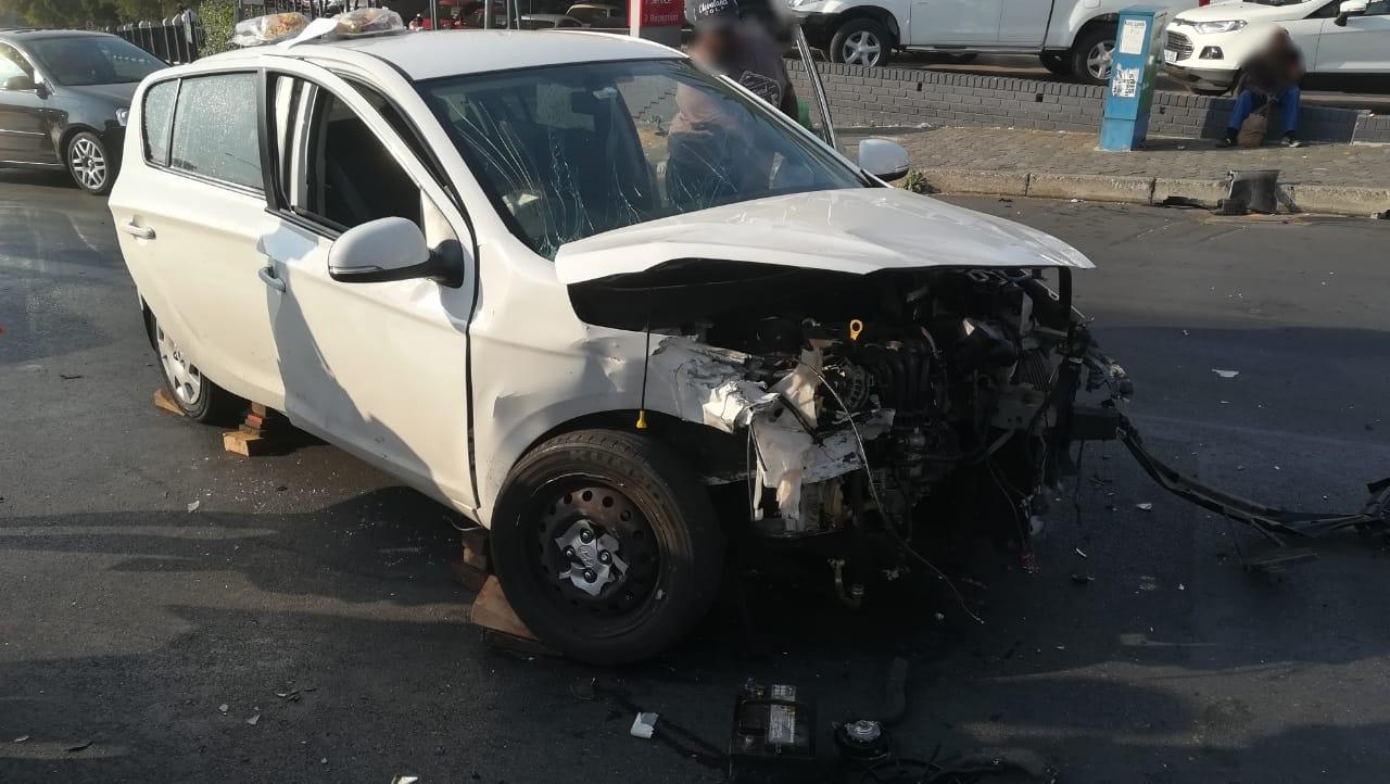 Gauteng: Two injured in Craighall crash