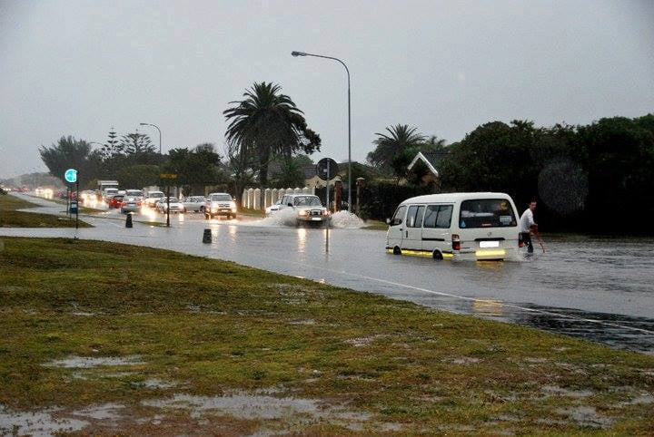 Police warns public to be cautious in rainy conditions with flash flooding