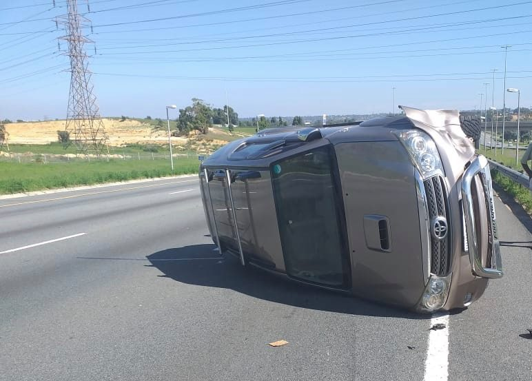 No Injuries in vehicle rollover on the N1 North, Maraisburg