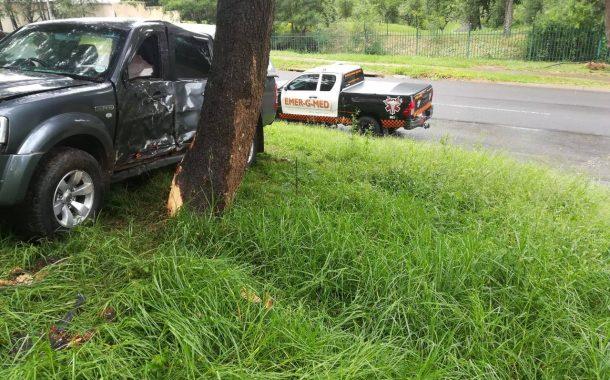No injuries after bakkie crashed into tree in Pretoria