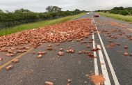 Motorist to take note the road is full of bricks that on the N1 North of Polokwane at Bandelierkop