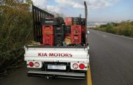 Scrap yard employee falls off a moving bakkie on the R102 near Canelands - KZN