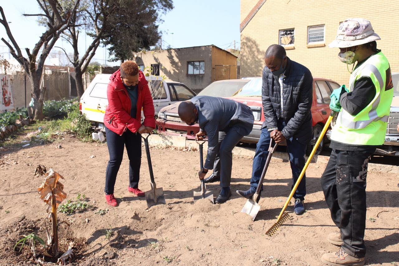 RTMC reaches out to Community with vegetable garden for Mandela Day