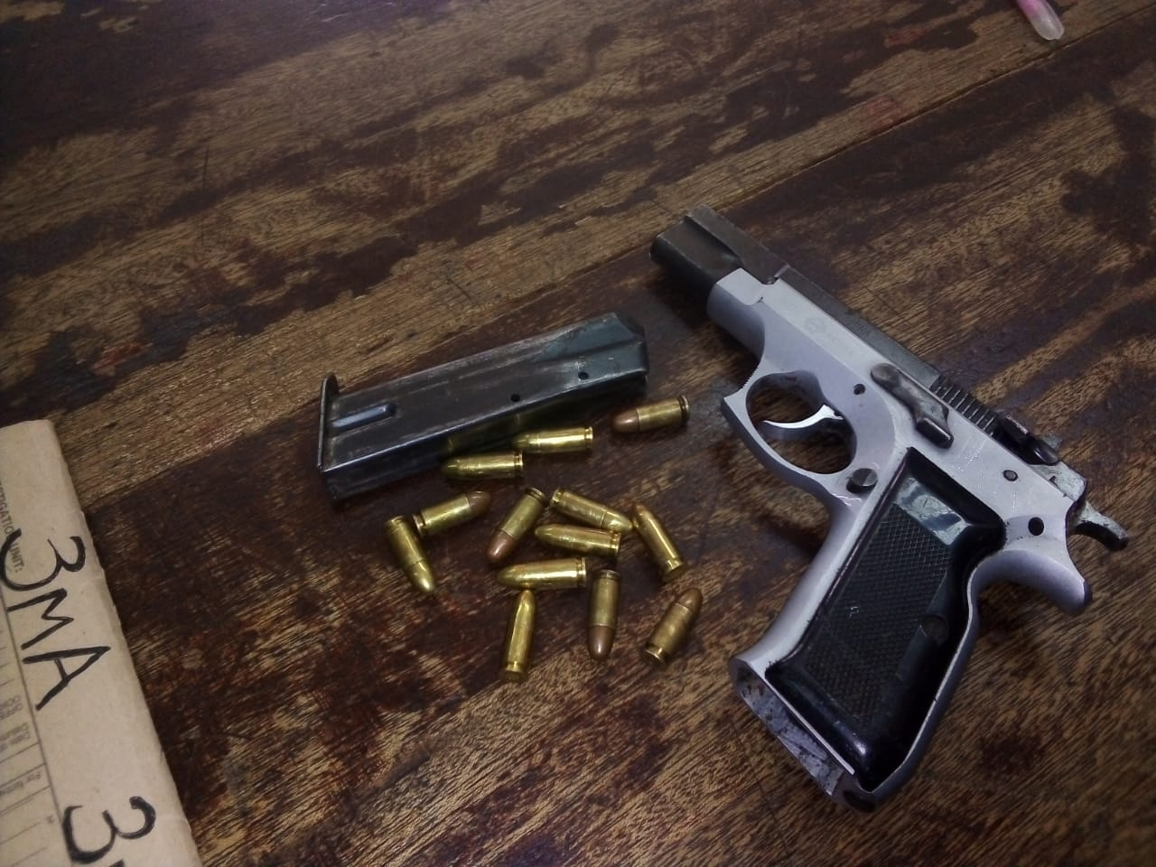 Off-duty police officer arrest suspects and recover firearm