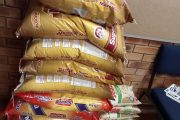 Limpopo: Police extend a helping hand with food parcels to the needy community members