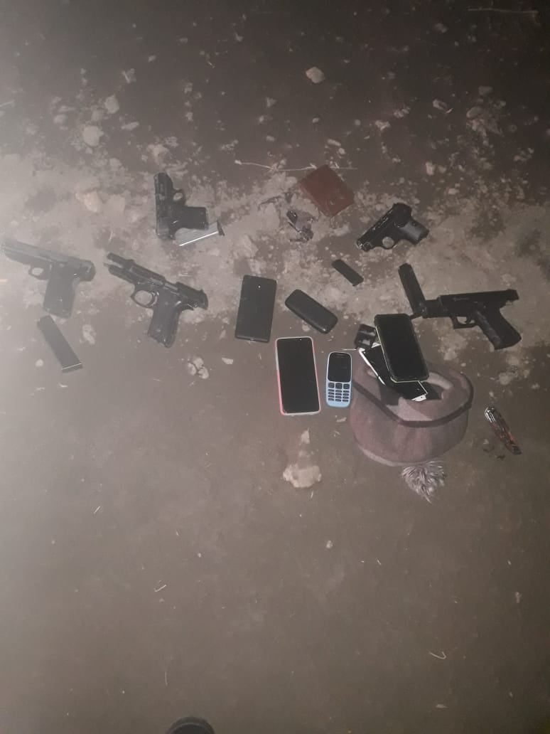 Police arrest five suspects and confiscate unlicensed firearms